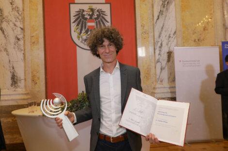 Stefan Pirker erhält den CDG Preis für die Erforschung partikulärer Strömungen