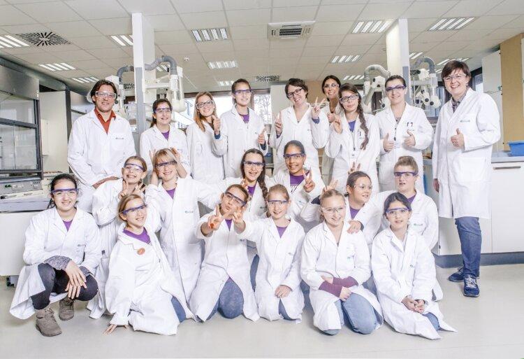 """""""Power Girls"""" experimentieren gemeinsam mit Borealis Forschern"""