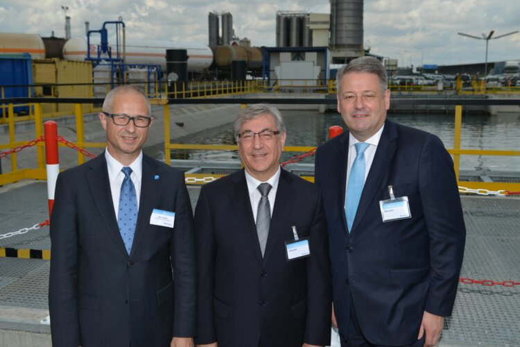 Abbildung: v.l.n.r.: Alfred Stern, Borealis Vorstandsmitglied; EU-Umweltkommissar Karmenu Vella; Bundesminister Andrä Rupprechter