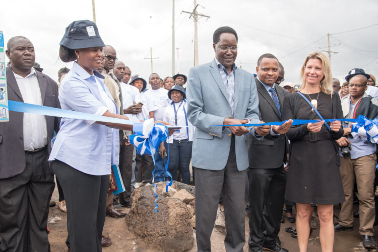 Engineer Kimori of Nairobi City County cuts the ribbon