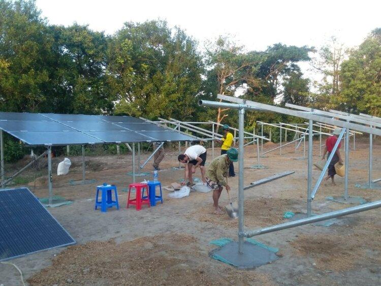 Foto: Aufbau der Solarpaneele