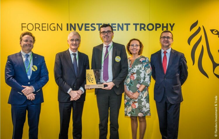 Photo: Flanders' Minister-President Geert Bourgeois handed the FIT trophy to Thomas Van De Velde, Borealis Vice President Hydrocarbons & Energy