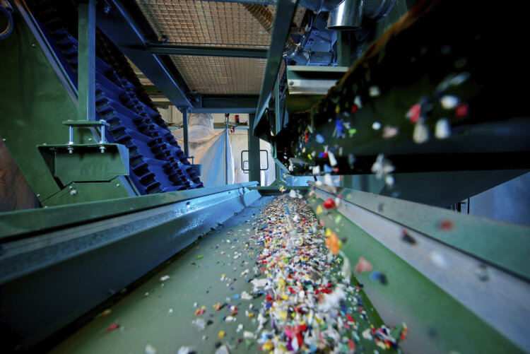 photo : Recyclates from mtm save approximately 30% of CO2 emissions compared to virgin materials.