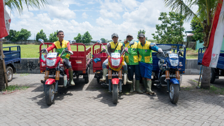 photo: Project STOP waste collectors in Muncar, Indonesia