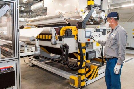 Foto: Dutch PPE Solutions produziert Meltblown-Filtermedien in den  Niederlanden mit Polypropylen (PP) der Borealis Bornewables™-Produktpalette.
