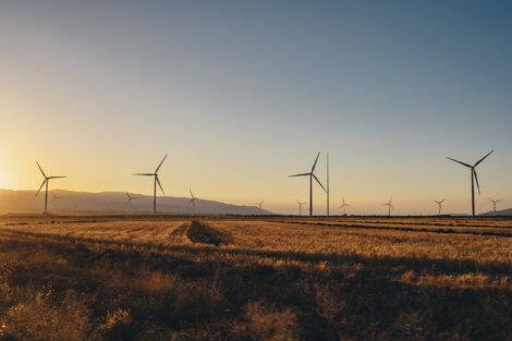 Borealis on allekirjoittanut kaksi pitkäaikaista tuulisähkön hankintasopimusta Ilmatar Energyn kanssa. Sopimukset lisäävät merkittävästi uusiutuvan energian osuutta Borealiksen Suomen tuotantotoiminnoissa.